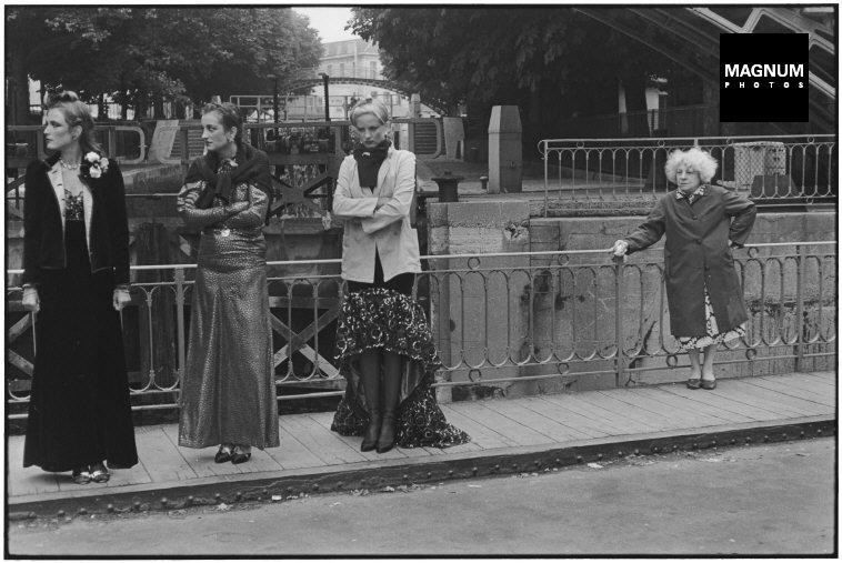 Fotó: Elliott Erwitt: Párizs, Canal Saint-Martin, 1978 © Elliott Erwitt/Magnum Photos