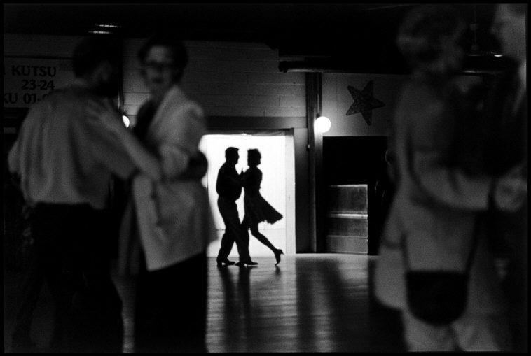 Fotó: Elliott Erwitt: Tango táncosok, Helsinki, Finnország, 2001 © Elliott Erwitt / Magnum Photos