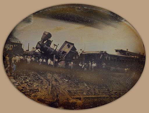 Két vonat ütközött a Providence és Worcester közötti vasútvonalon 1853. augusztus 12-én reggel. Ez volt az első vasúti roncs, amelyet lefényképeztek. <br />L. Wright dagerrotípiája alapján két héttel később egy metszet jelent meg a New York Illustrated News-ban.<br />