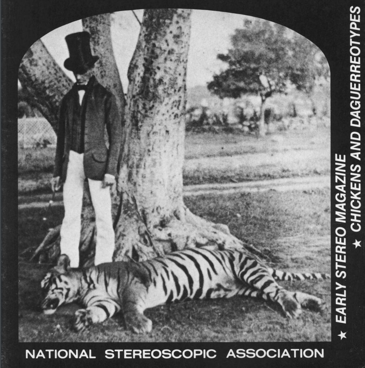 Az első kép, mely olyan személyt ábrázol, aki több mint száz tigrissel végzett<br />Fotó: Ismeretlen: Az indiai hadsereg angol veteránja a 101. leterített tigrissel, Hyderabad, India, 1865<br />Megjelent: The Stereoscopic Magazine, Vol. 5, 1865