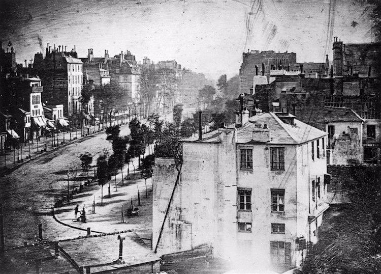 Párizs, 1839<br />Fotó: Louis-Jacques-Mandé Daguerre: A Boulevard du Temple látképe, Párizs, 1839. (dagerrotípia) Bayerisches Nationalmuseum, Munich gyűjteményében