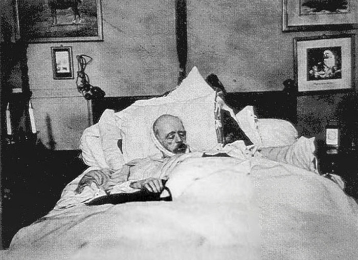 wilcke_priester_bismark_on_his_deathbed_1898.jpg