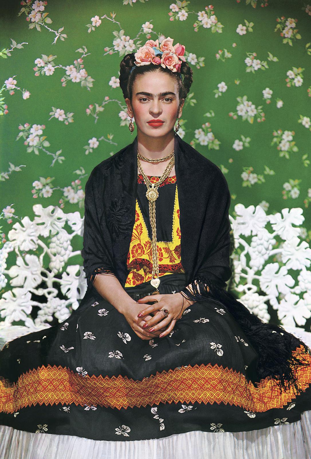 Fotó: Frida on bench, New York, 1938 © Nikolas Muray
