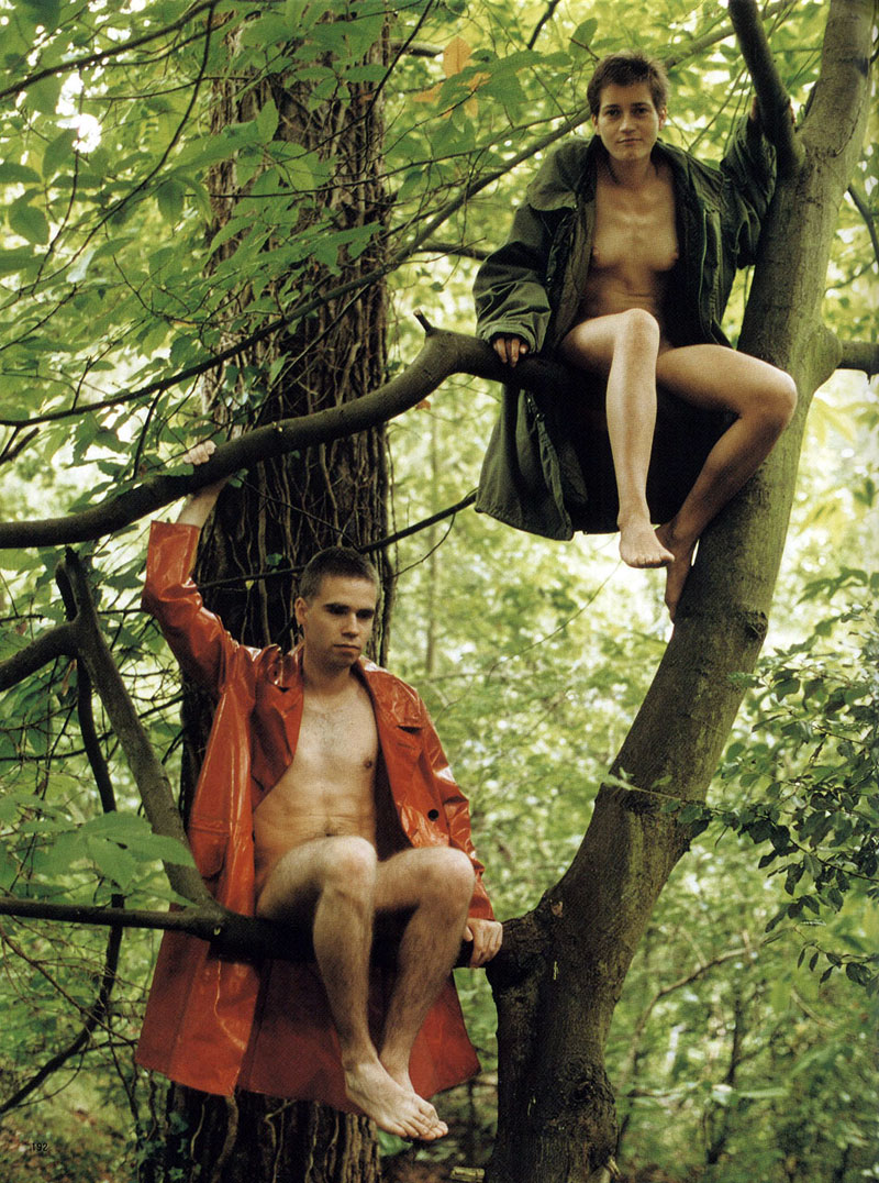 Fotó:  Lutz & Alex sitting in the trees, 1992 © Wolfgang Tillmans