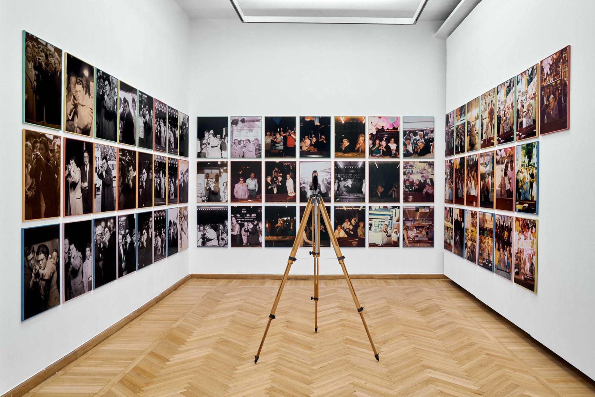 Szinte minden képen #7 – Egy holland nő, Ria van Dijk története egy vásári céllövölde szemszögéből. Mai Manó Ház, 2019 © Kiss Imre