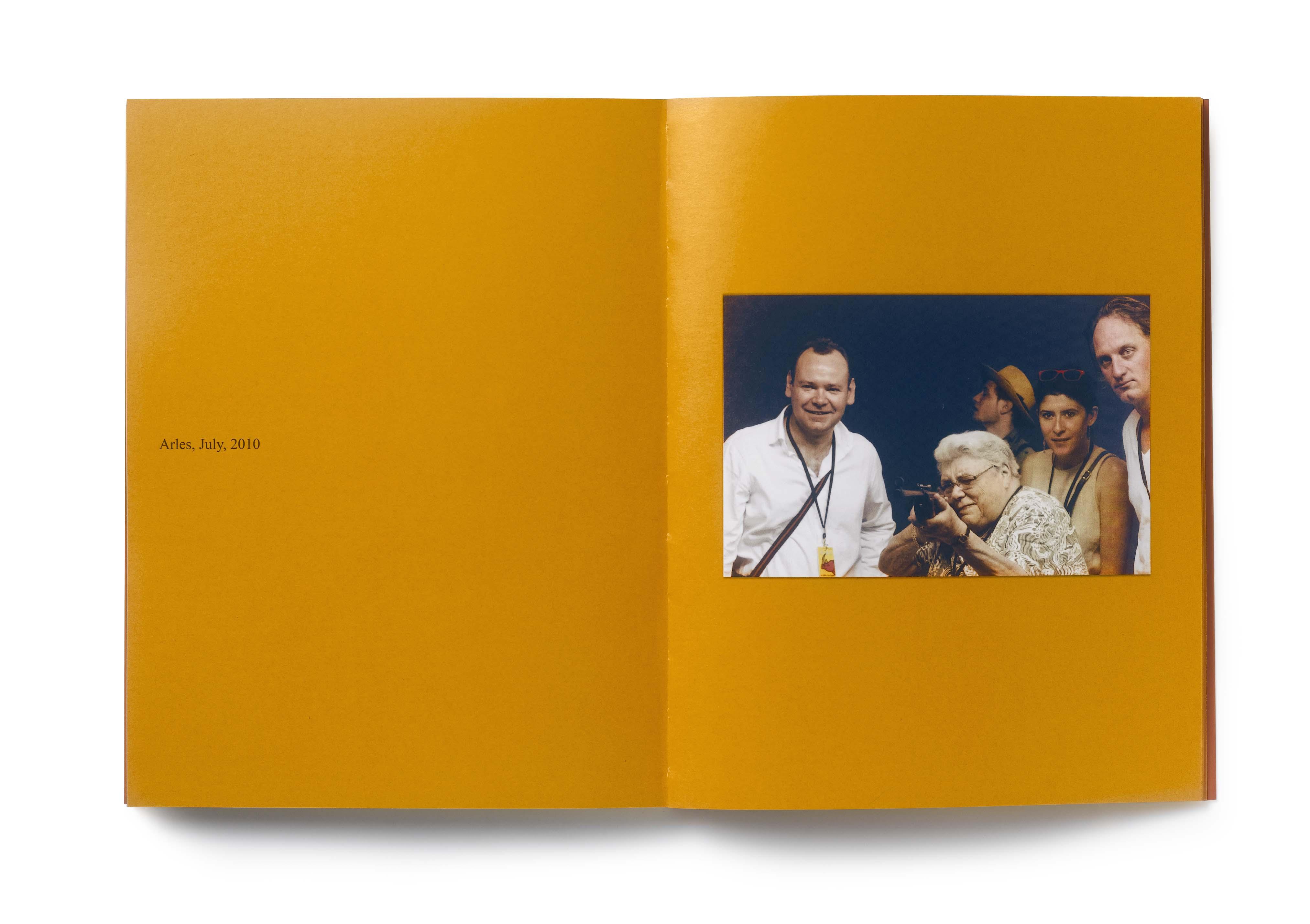 Szinte minden képen #7 – Egy holland nő, Ria van Dijk története egy vásári céllövölde szemszögéből. 2008 © Erik Kessels