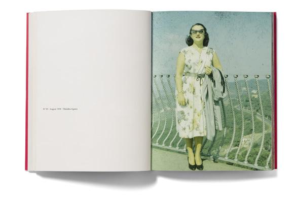 Szinte minden képen #1 – Egy asszonyról a férje által 12 éven át készített portrék. 2002 © Erik Kessels