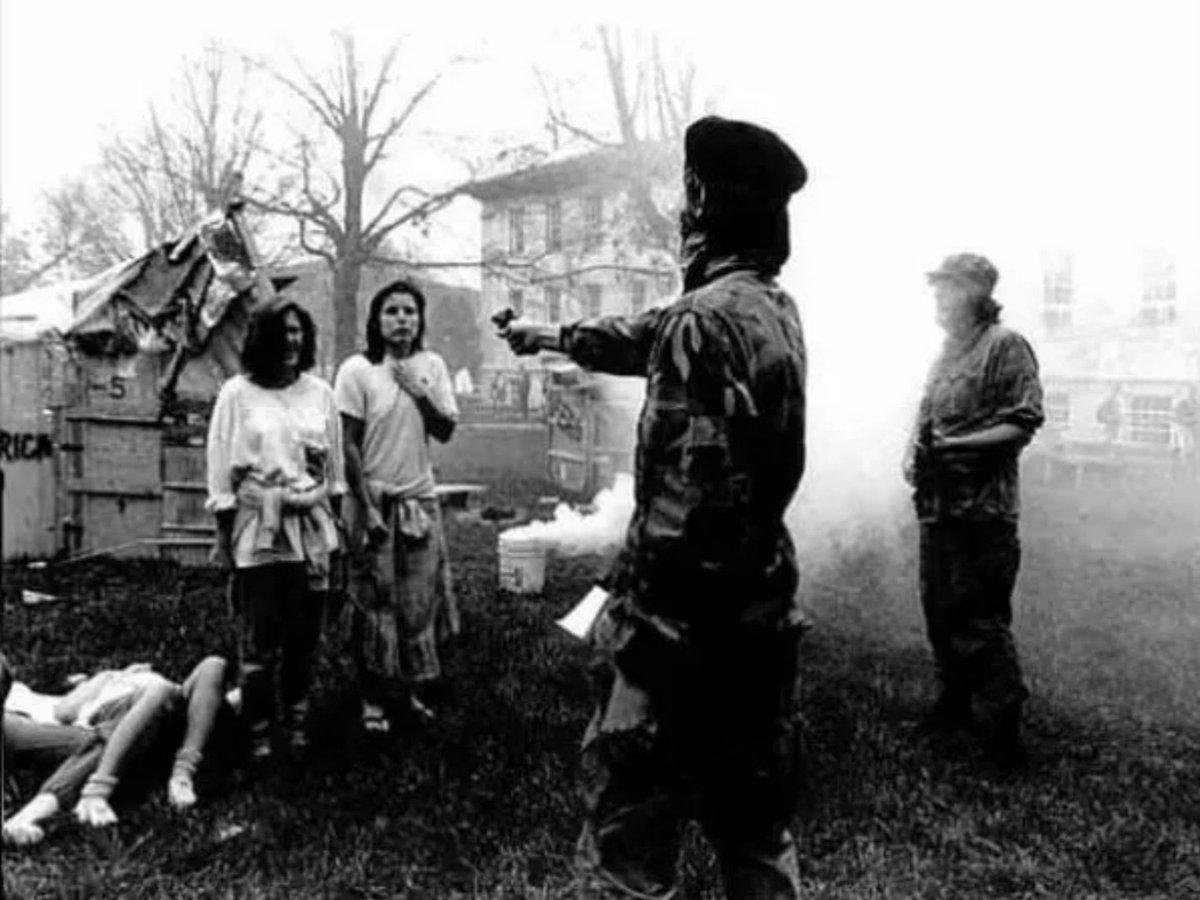 2017 óta ezt a fényképet – amely két nőt mutat azon a pillanatban, amikor egy férfi állítólag kivégzi őket – gyakran osztják meg azzal az állítással, hogy a képen Che Guevara látható.