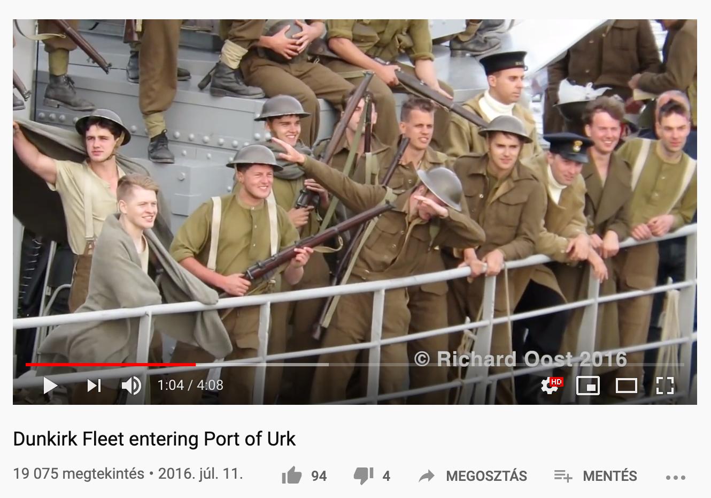 Ezt a fényképet valójában 2016 nyarán készítették, a nagy sikerű Dunkirk című játékfilm forgatásán. A YouTube-on kering egy videó a Dunkirk dabról, amelyet 2016. július 11-én Richard Oost töltött fel.