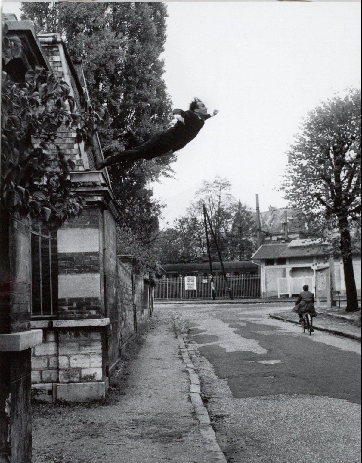 harry-shunk-yves-klein-saut-dan-le-vide-paris-1960-painting-artwork-print.jpg