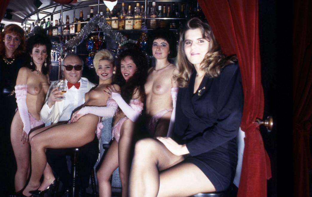 Fotó: Urbán Tamás: 1990. Magyarország, Budapest VII. Wesselényi utca 58., Rózsaszín Cica bár. © fortepan.hu