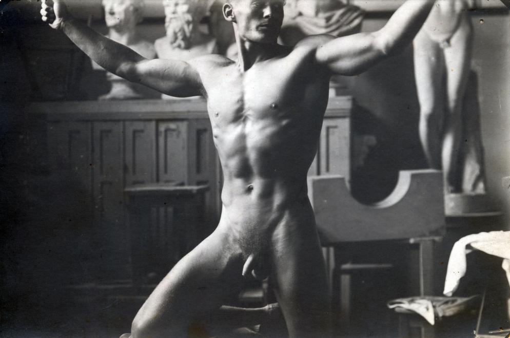 Fotó: 1946. Magyarország Hegedűs István öttusázó, az 1948-ban forgalomba került 20 forintos férfialakjának modellje. Adomyányozó: Gali © fortepan.hu
