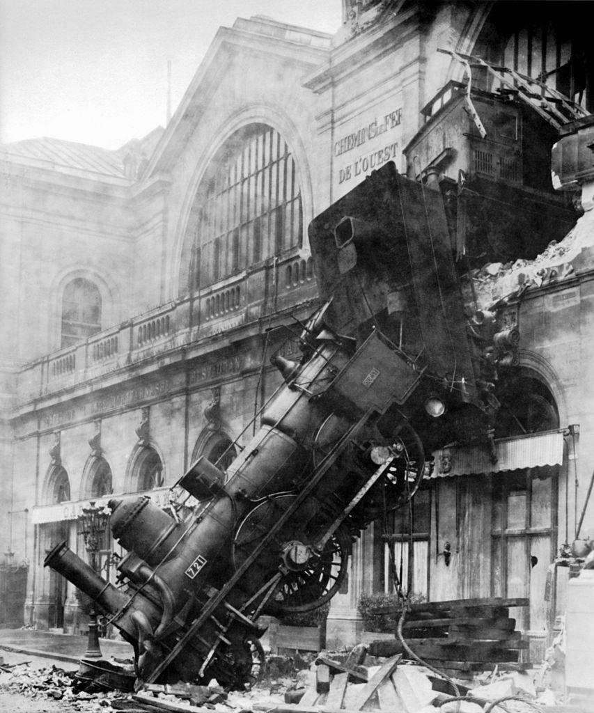 853px-Train_wreck_at_Montparnasse_1895.jpg