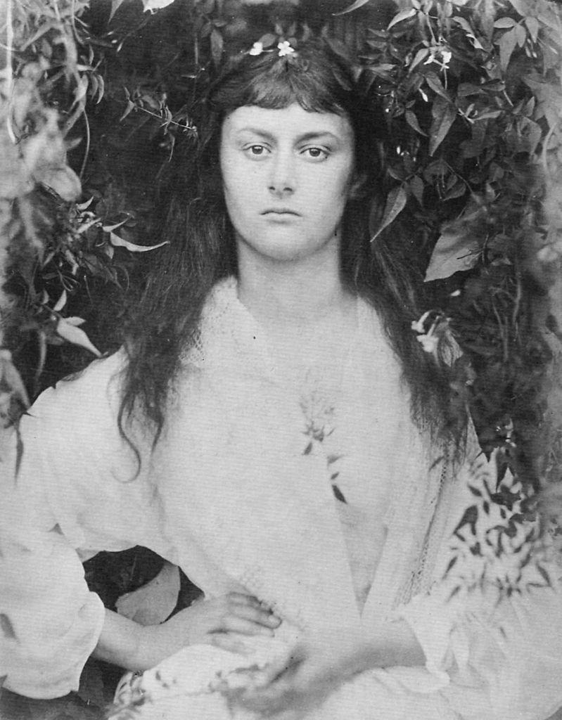 Alice_Liddell_in_1872_(photogravure_by_Julia_Margaret_Cameron).jpg