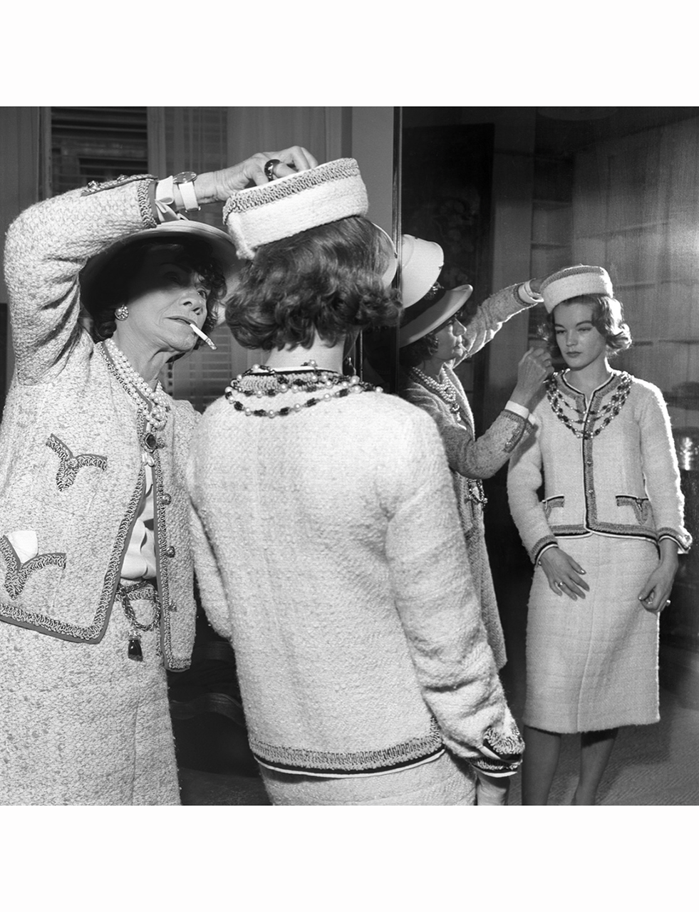 coco-chanel-in-her-atelier-romy-schneider-1960.png