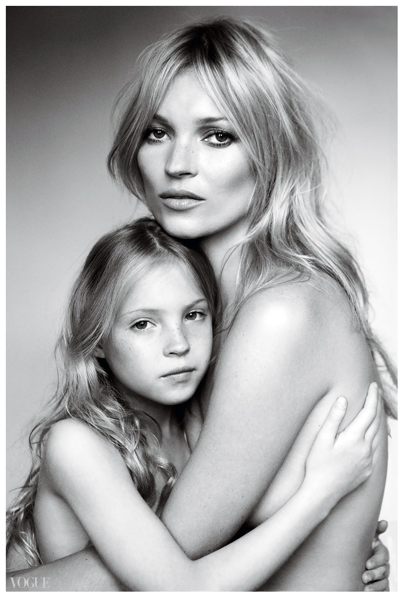 kate-moss-and-her-daughter-lila-grace-mario-testino-.jpg