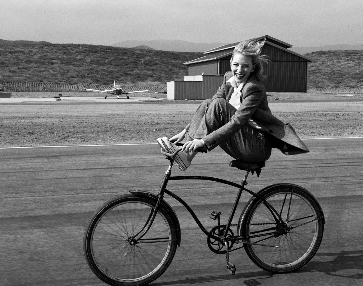 Fotó: Annie Leibovitz: Cate Blanchett, Vogue, 2004 © Annie Leibovitz