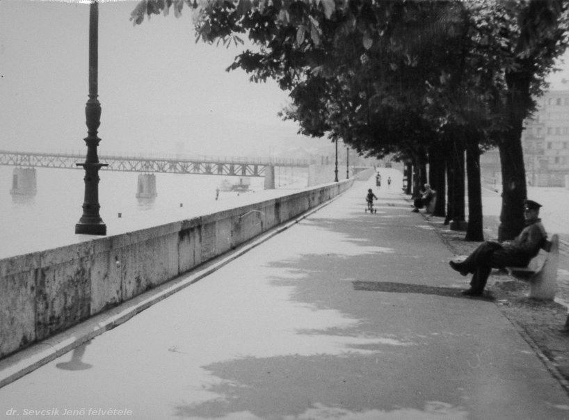 budai_dunapart1952.jpg