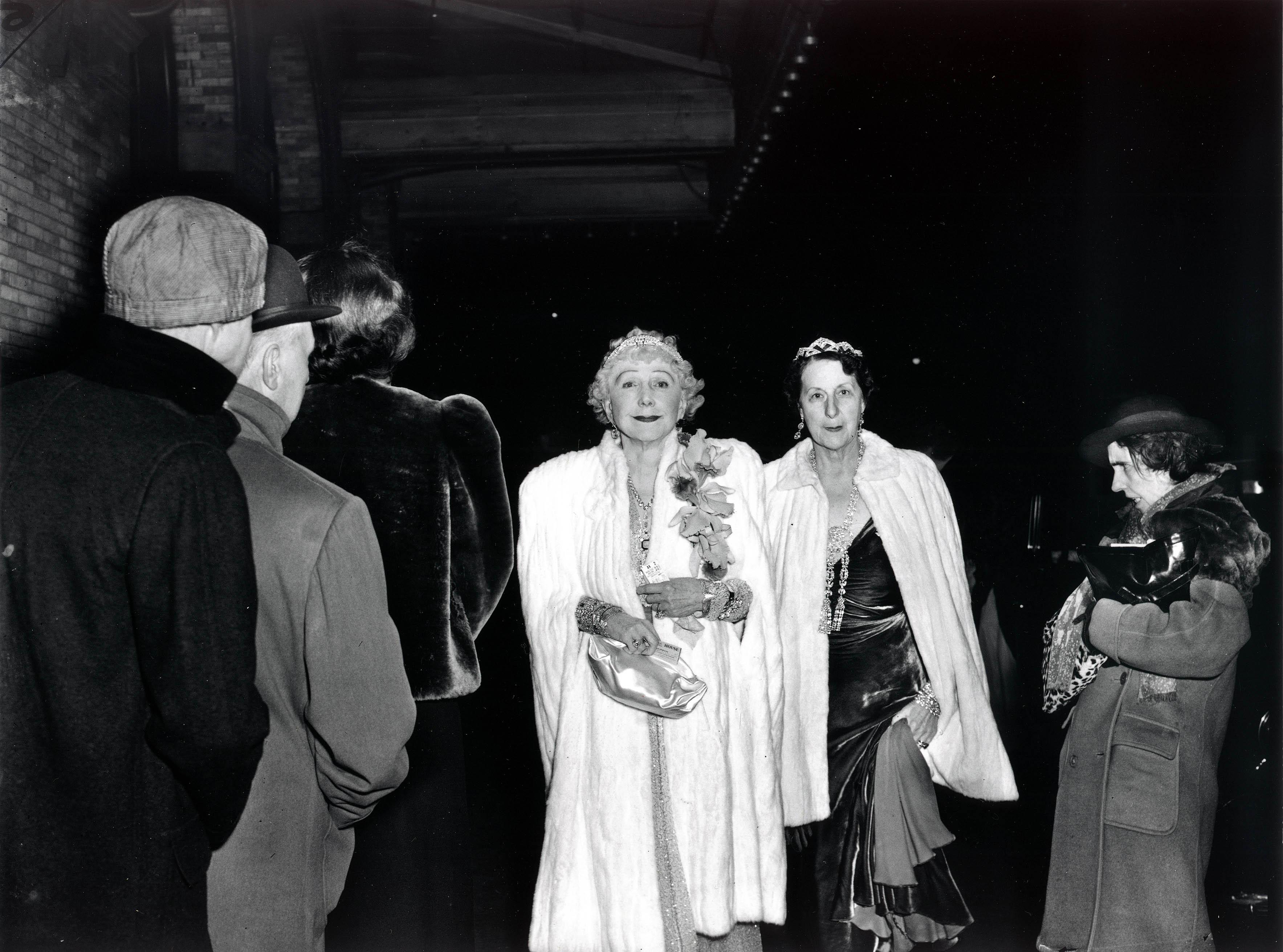 Fotó: Weegee: A kritikus, 1943. december 6.
