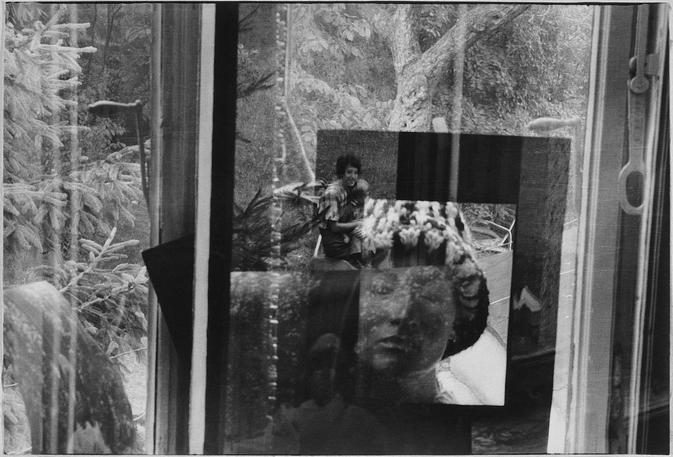"""Fotó: Jovánovics György: Liza Wiathruck: Holos Graphos, 1976. 45 – Felszabadulás. """"Terhes vagyok"""""""