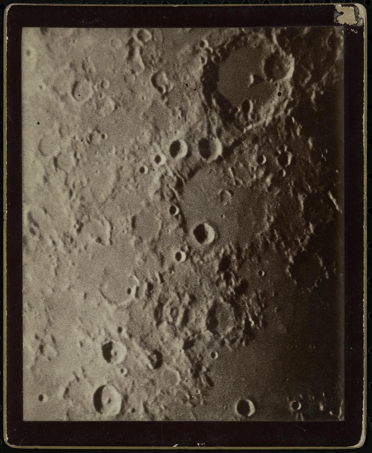 A Hold felszínének részlete, a Jupiter és a Szaturnusz A kaliforniai Mount Wilson obszervatóriumból. Gothard Jenő amerikai körútja alkalmából jutott ezekhez a képekhez, amelyek a XIX. század utolsó évtizedének világszinten is legnagyobb teljesítményű távcsövével készültek. /ELTE Gothard Asztrofizikai Obszervatórium jóvoltából/