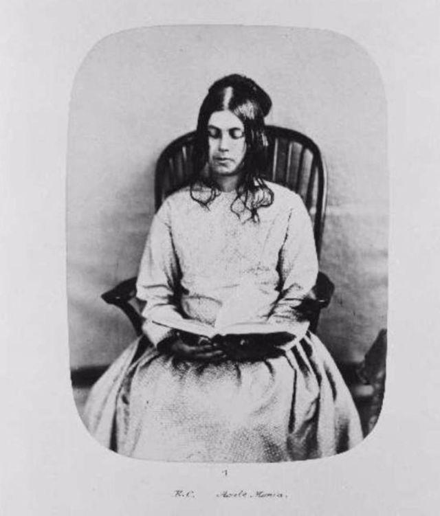 Fotó: Henry Hering: Eliza Camplin, 36 évesen, 1857 februárban érkezett, akut mániát diagnosztizáltak nála © Bethlem Art and History Collections Trust