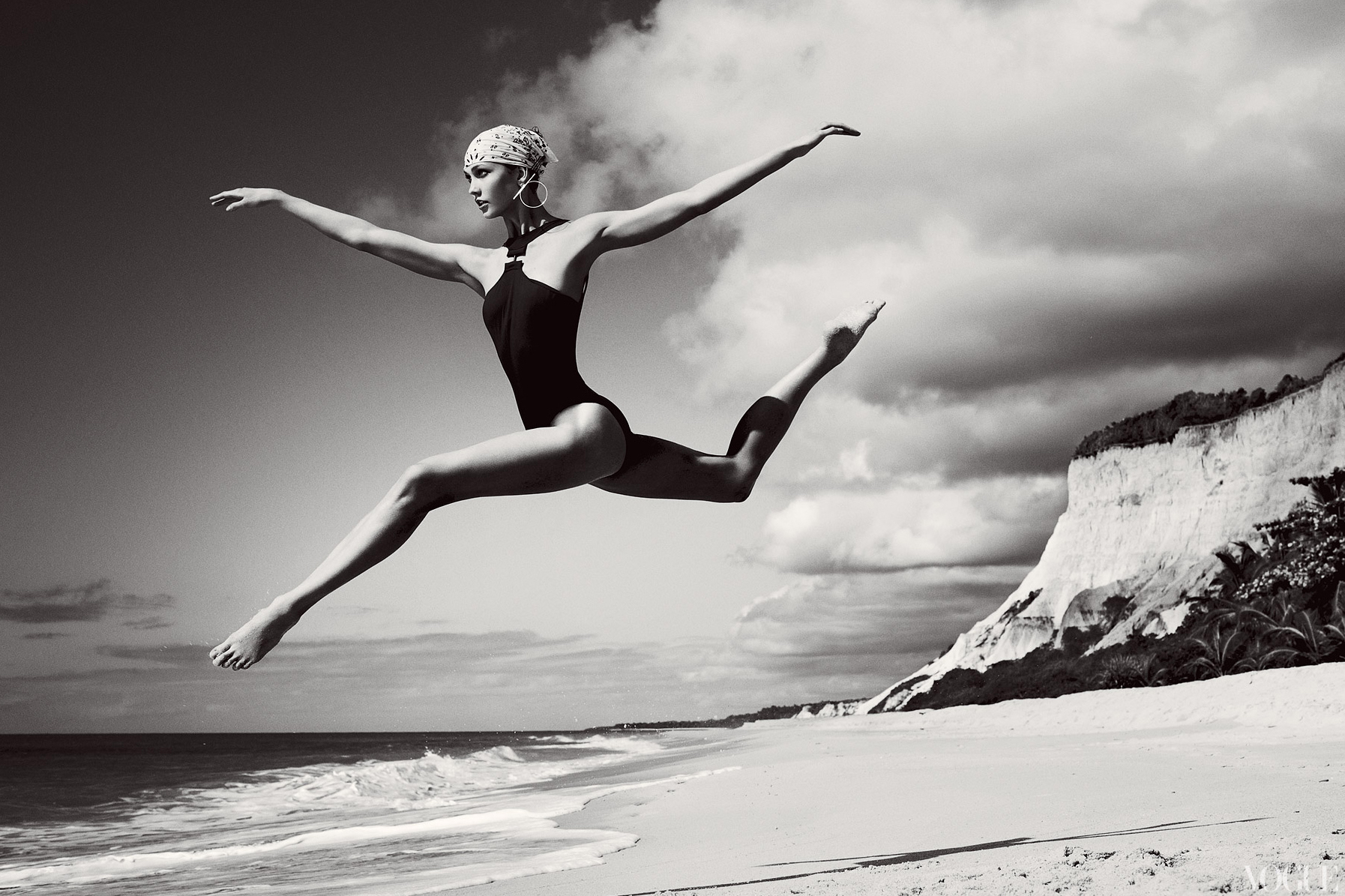 2012-karlie-kloss-photographed-by-mario-testino-for-vogue-july-2012-big.jpg