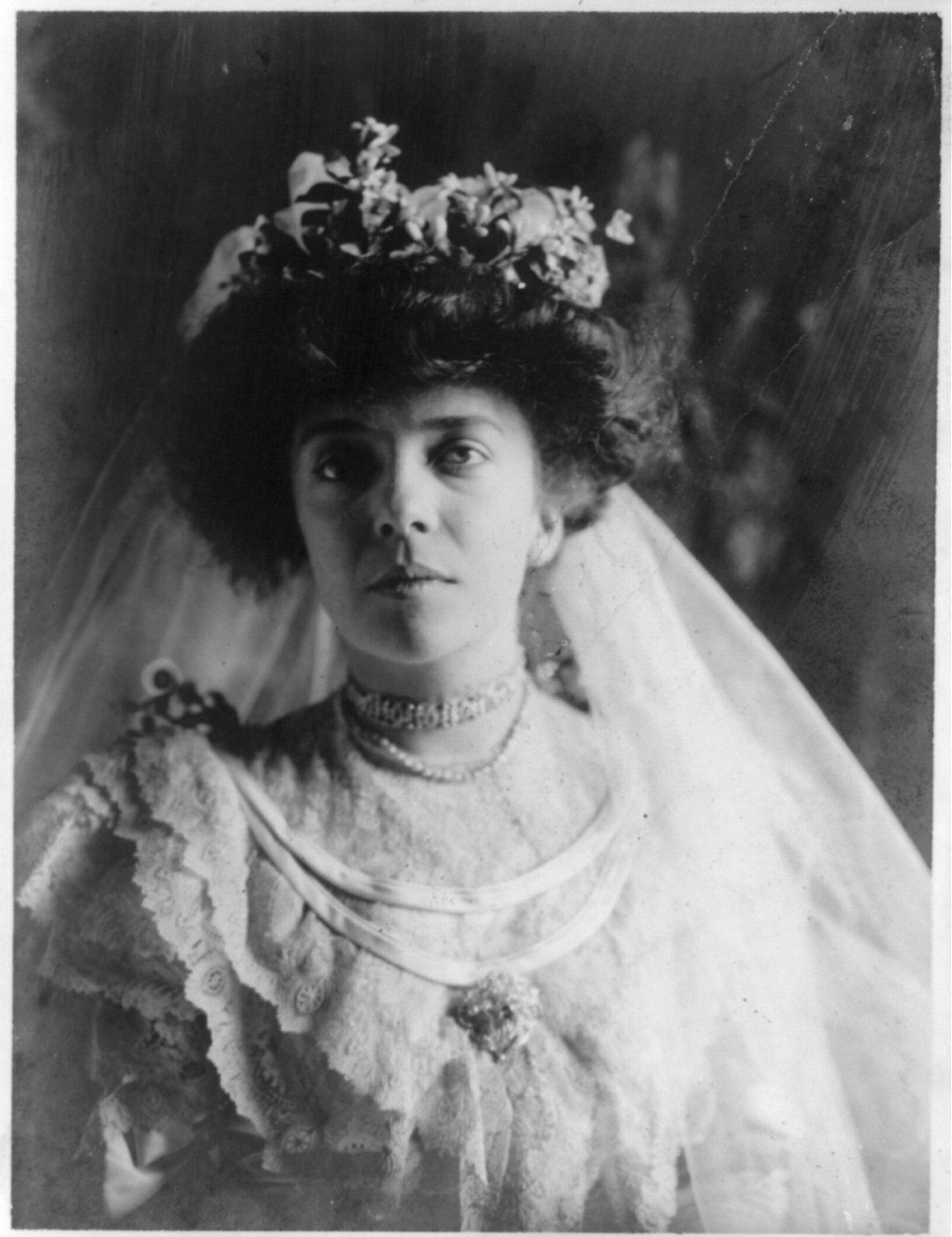 Alice_Roosevelt_Longworth_wedding_gown.jpg