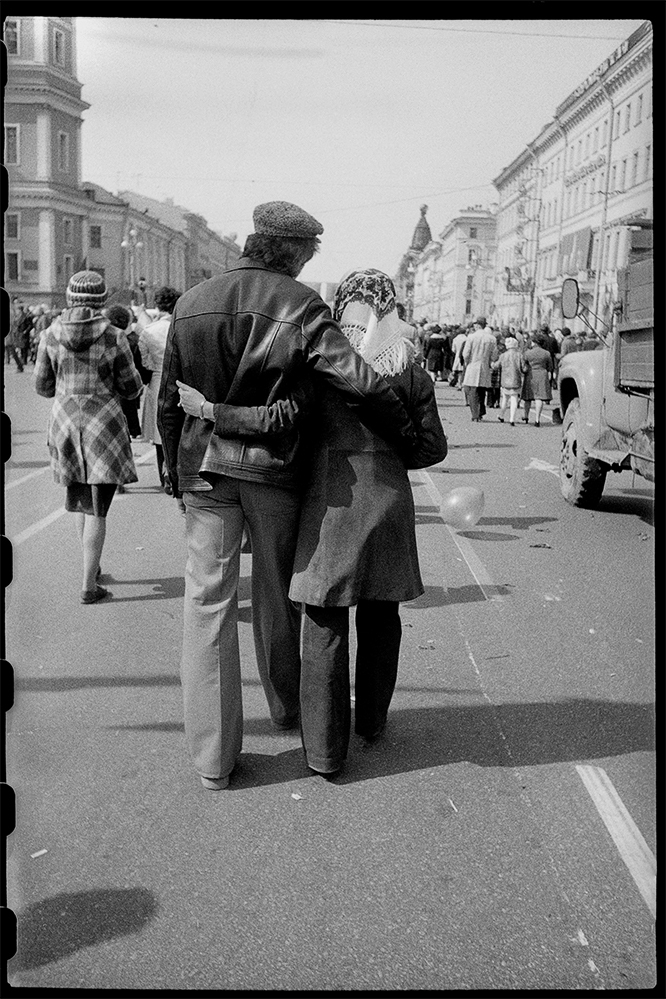 Fotó: Mása Ivasincova: May Day Demonstration, Leningrag, USSR, 1978 © Masha Galleries