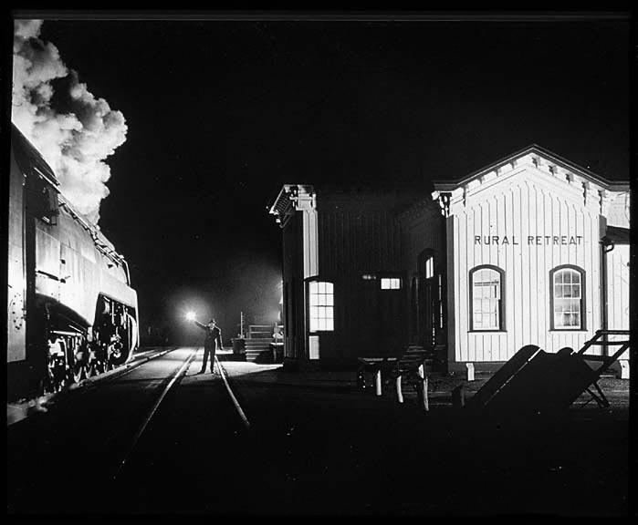 Fotó: O. Winston Link: NW1635, The Birmingham Special, arriving at Rural Retreat, Va.<br />1957 © O. Winston Link / O. Winston Link Museum, Roanoke, Virginia