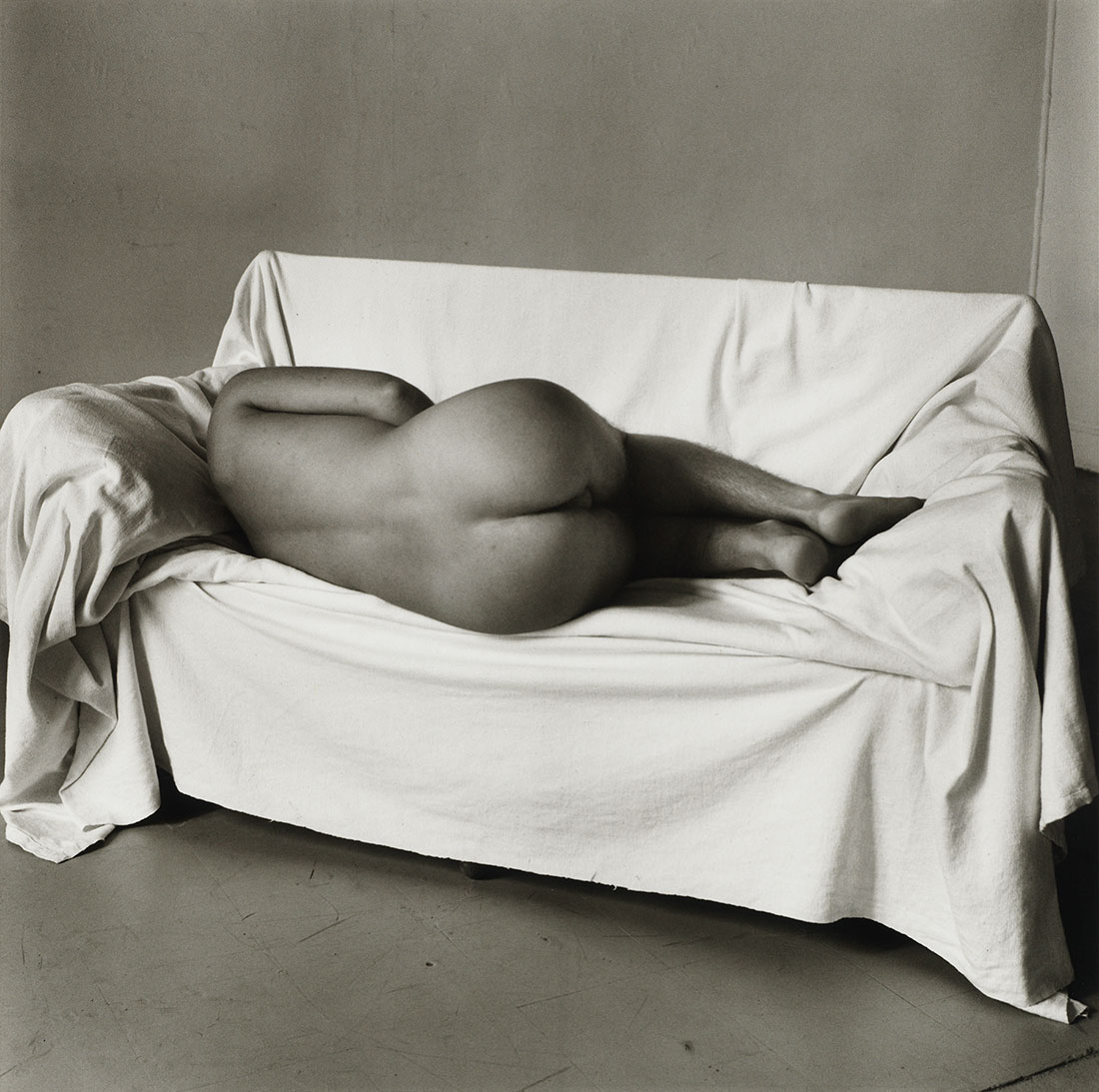 Reclining Nude on Couch<br />1978<br />Peter Hujar<br />Tirage gélatino-argentique, The Morgan Library & Museum, achat en 2013 grâce au Charina Endowment Fund<br />© Peter Hujar Archive, LLC, courtesy Pace/MacGill Gallery, New York and Fraenkel Gallery, San Francisco