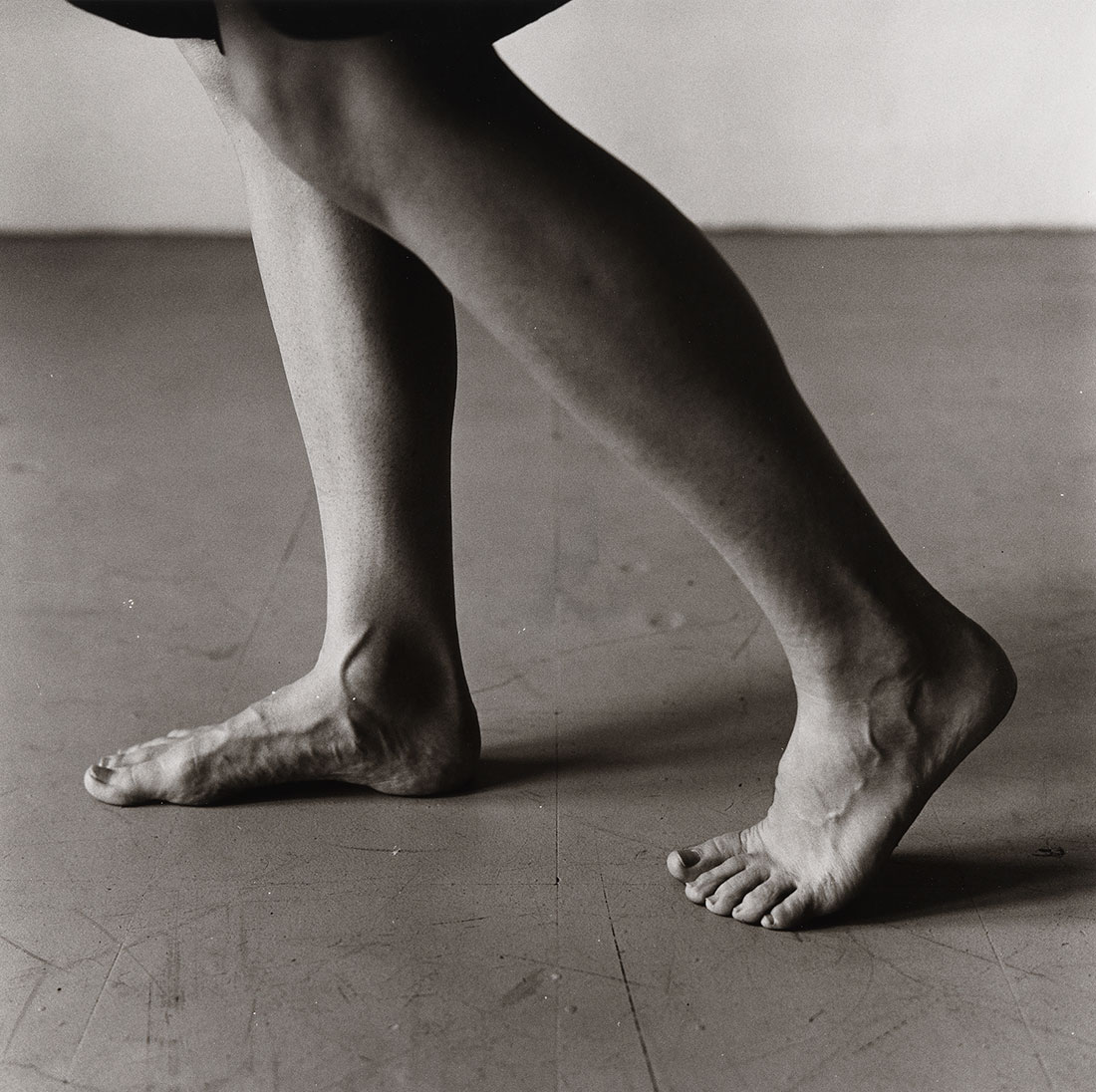 Dana Reitz's Legs, Walking<br />1979<br />Peter Hujar<br />Tirage gélatino-argentique, Peter Hujar Archive LLC<br />© Peter Hujar Archive, LLC, courtesy Pace/MacGill Gallery, New York and Fraenkel Gallery, San Francisco