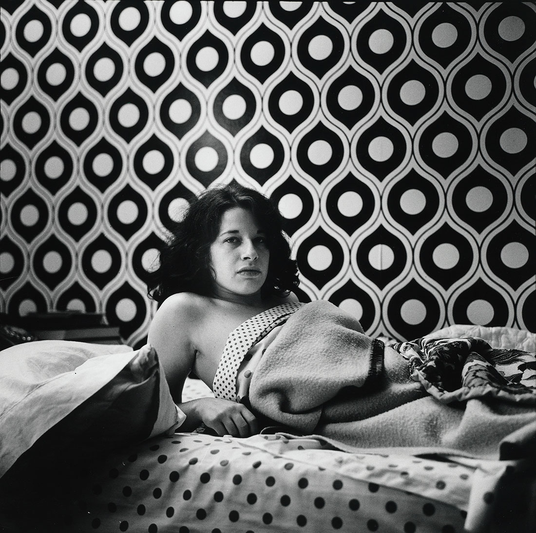 Fran Lebowitz at Home in Morristown, New Jersey<br />1974<br />Peter Hujar<br />Tirage gélatino-argentique, The Morgan Library & Museum, achat en 2013 grâce au Charina Endowment Fund<br />© Peter Hujar Archive, LLC, courtesy Pace/MacGill Gallery, New York and Fraenkel Gallery, San Francisco.