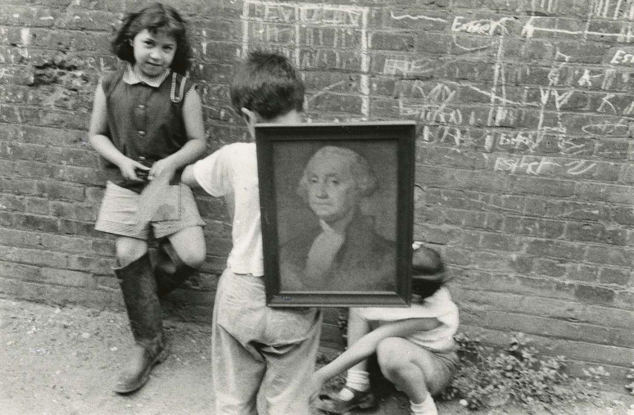 New York, c. 1950 © Robert Frank. Courtesy Sammlung der Fotostiftung Schweiz, Winterthur <br /><br />A C/O Berlinben megrendezett kiállítás 2019. november 30-ig látogatható.