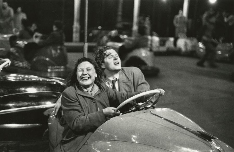 Paris, 1952, (Detail) © Robert Frank. Courtesy Sammlung der Fotostiftung Schweiz, Winterthur und Pace MacGil<br /><br />A C/O Berlinben megrendezett kiállítás 2019. november 30-ig látogatható.