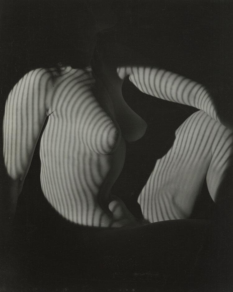 Cubist Nude Seated, New York, 1944 © The Estate of Erwin Blumenfeld, courtesy Howard Greenberg Gallery<br /><br />A Chaussee36 Photographyban megrendezett kiállítás 2019. november 30-ig látogatható.