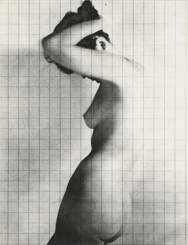 Nude Under Grid, New York, 1950 © The Estate of Erwin Blumenfeld, courtesy Howard Greenberg Gallery<br /><br />A Chaussee36 Photographyban megrendezett kiállítás 2019. november 30-ig látogatható.