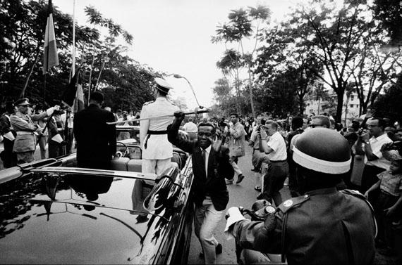 Fotó: Archiv Robert Lebeck: Dem König von Belgien wird der Säbel gestohlen, Leopoldville, Kongo 1960
