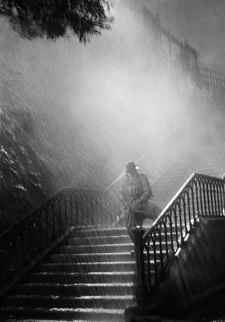 Fotó: L'homme de la nuit, sur le tournage du film Remorques de Jean Grémillon<br />1939<br />René-Jacques<br />© ministère de la Culture / Médiathèque de l'architecture et du patrimoine /Donation René-Jacques