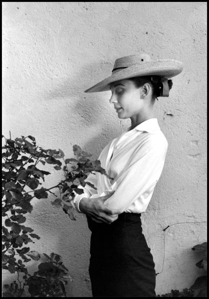 Fotó: Inge Morath: Audrey Hepburn az Unforgiven forgatásán, Mexikó, 1959 © Inge Morath / Magnum Photos