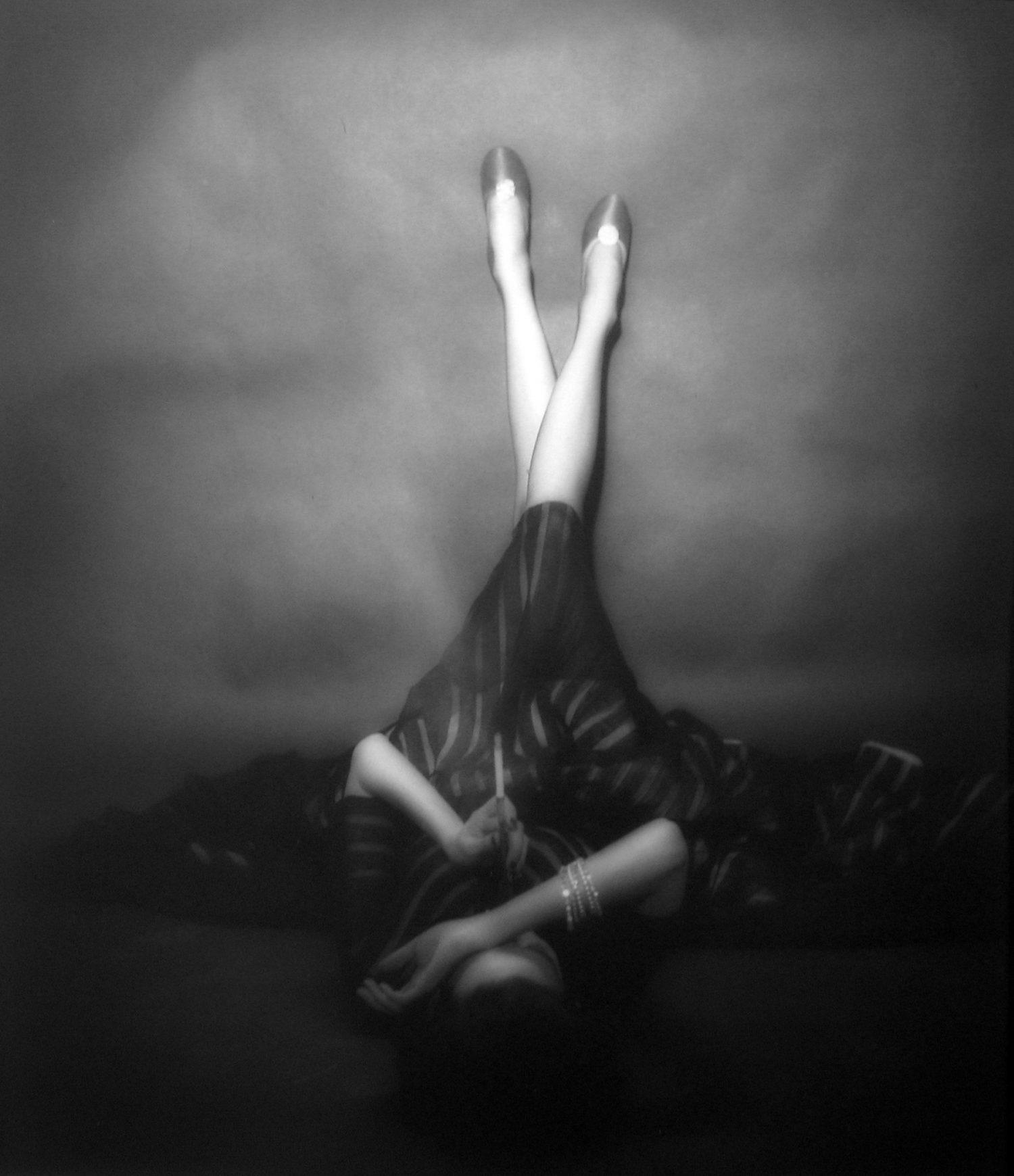 Fotó: Lillian Bassman: The Well-Dressed Leg: Dorian Leigh, New York. Harper's Bazaar, April 1948