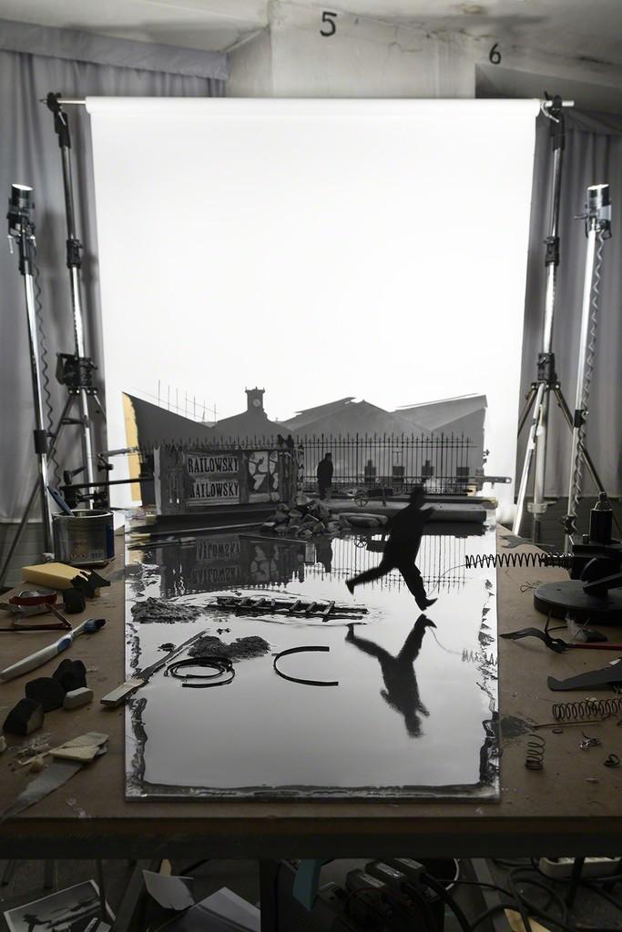 """Fotó: Cortis & Sonderegger: Making of """"Derrière la gare de Saint-Lazare"""" (by Henri Cartier-Bresson, 1932), 2016 © Thames and Hudson / Cortis & Sonderegger"""