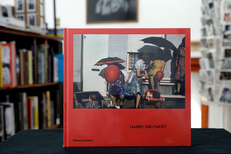 Harry Gruyaert<br />Kiadó: Thames & Hudson, 2015<br />Kötés: keménytáblás<br />Oldalszám: 144 oldal<br />Nyelv: angol<br />ISBN: 9780500544488<br /><br />Mai Manó Könyvesbolt<br />1065 Budapest, Nagymező utca 20.<br />Telefon: 0630 505 0622<br />E-mail: bookshop@maimano.hu