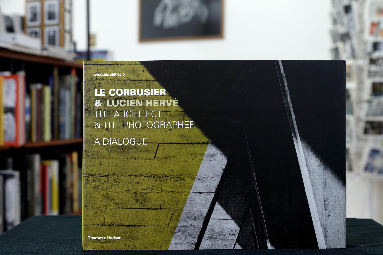 Le Corbusier & Lucien Hervé: The Architect & The Photographer – A Dialogue<br /><br />Kiadó: Thames & Hudson, 2011.<br />Oldalszám: 296 oldal<br />Kötés: keménytáblás<br />ISBN:  9780500342725  <br />Nyelv: angol<br /><br />Az albumról személyesen, telefonon vagy a bookshop@maimano.hu e-mail címen lehet érdeklődni.