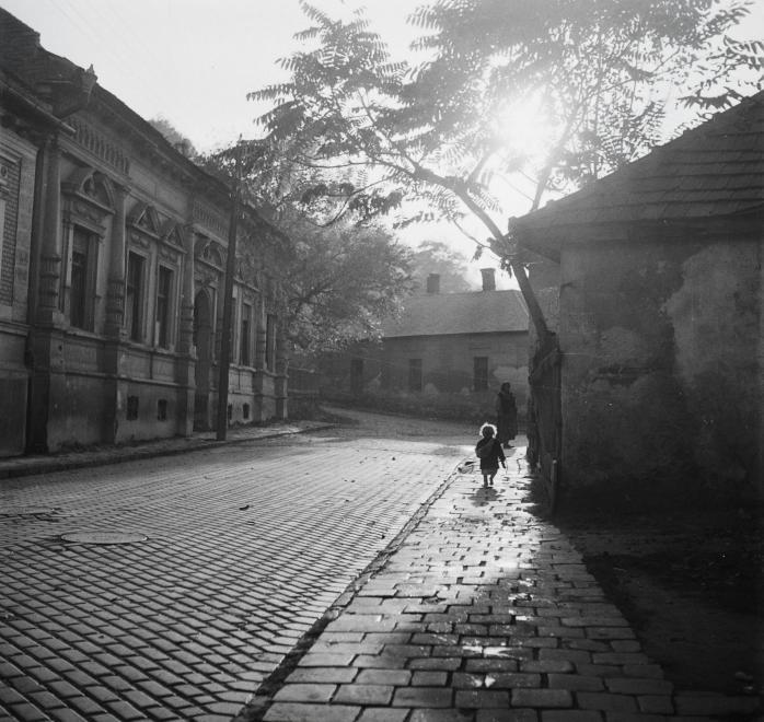 Fotó: Kotnyek Antal: Miskolc, Toronyalja utca, 1955 © Fortepan