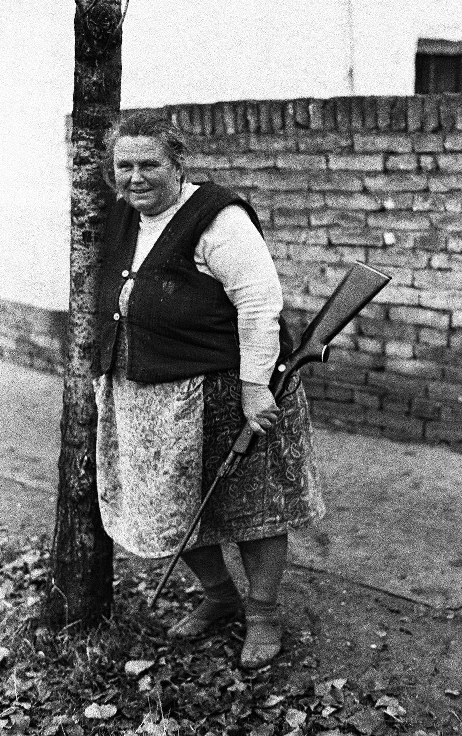 Fotó: Lazukics Anna: Vidéki amazon, Drea, Vajdaság, Bácska, 1974