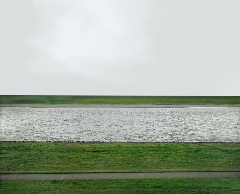 15.<br />Fotó: Andreas Gursky: Rhein (1996)	<br />$1,925,000	<br />May 16, 2013	<br />Phillips