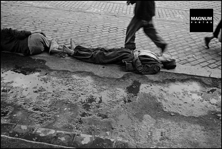 Fotó: Werner Bischof: Budapest. Munkanélküli férfi, 1947 © Werner Bischof/Magnum Photos