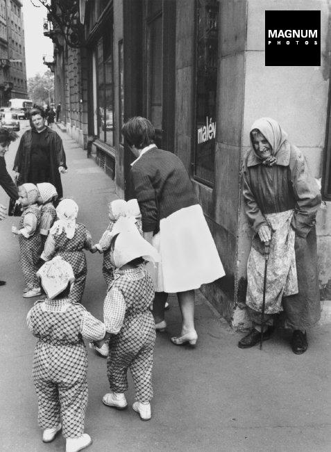 Fotó: Thomas Hoepker: Óvodások, Budapest, 1966 © Thomas Hoepker/Magnum Photos