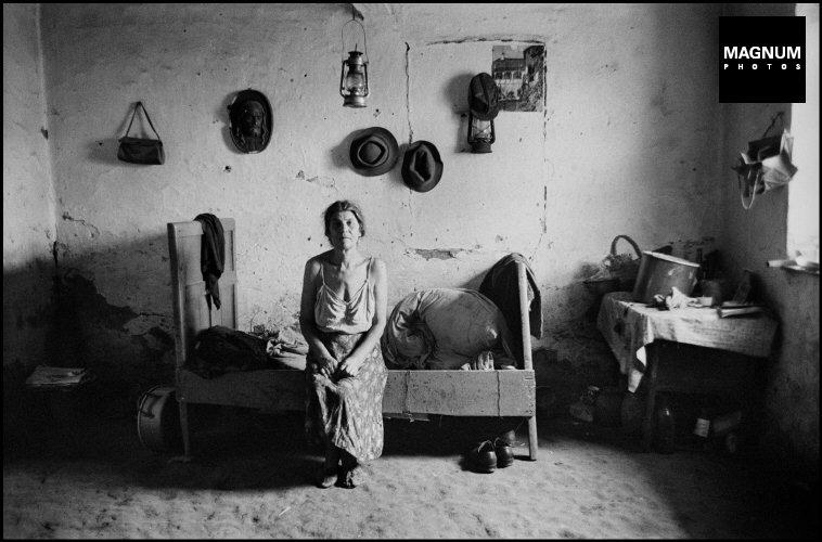 Fotó: JK: Magyarország, Cigány nő, 1968 © JK/Magnum Photos